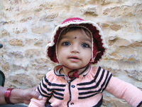 041211035242_baby_in_jaisalmer