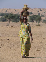 041211215342_water_lady_in_jaisalmer_desert