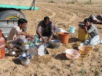 041208001246_preparing_lunch_at_bikaner_desert