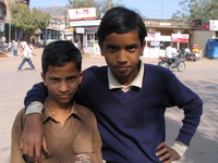 041221115924_two_brothers_in_bundi