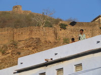 041221163050_kite_boy_near_bundi_palace