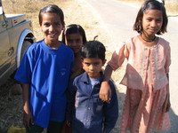 041229135838_kids_in_village_near_kanha