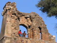 050107145716_two_inidian_friends_in_hauz_khas