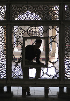 041130024306_curious_guard_in_khas_mahal