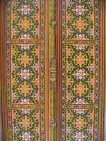 041209023858_flowery_doors_at_phool_mahal