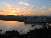 041218041554_sunset_lake_palace
