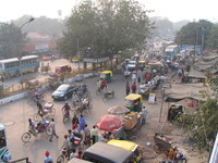 041130012550_traffic_outside_old_delhi_station