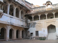 041221164402_courtyard_of_ruined_palace