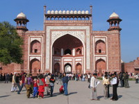 041226134414_red_sandstone_gate_to_taj_mahal