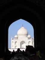 041226134650_first_glance_of_taj_mahal