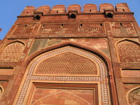 041227160512_entrance_to_agra_fort