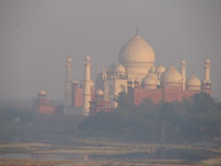 041227161734_taj_mahal_in_polluted_haze