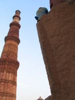 050109172814_hello_kitty_and_qutb_minar