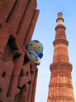 050109173118_hello_kitty_and_qutb_minar