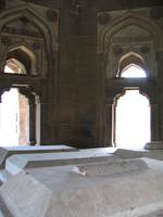 050110132538_mohammed_shah_tomb