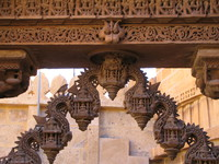 041214221718_monkey_carving_on_jain_temple