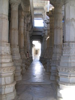 041217001452_colonnades_in_ranakpur