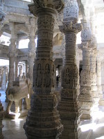 041217005138_pillars_of_ranakpur