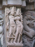 050101153710_druken_couple_and_khajuraho_fruit