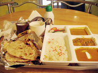 041130010428_lunch_at_old_delhi_station
