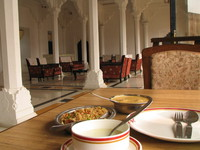 050103125354_lunch_at_sheesh_mahal