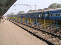 041224130422_train_station_at_sawai_madhopur