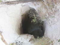 017_a_cave_in_honey_valley