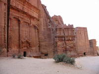 020_first_tombs_of_facades