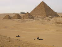 047_the_queens_pyramid_and_menkaure