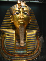 022_heavy_death_mask_of_king_tutankhamun