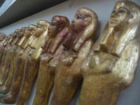042_gold_statues_of_gods