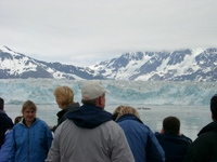 06160090_tourists_and_hubbard_glacier