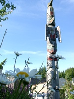 06170172_totem_and_flowers