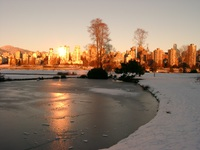 01030007_frozen_water_and_sun_reflection