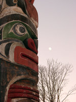 01030019_totem_and_the_moon