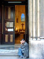 11280061_beggar_ouside_the_church