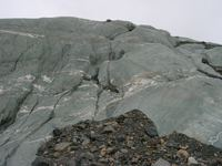 11180014_rocks_dropped_to_glacier
