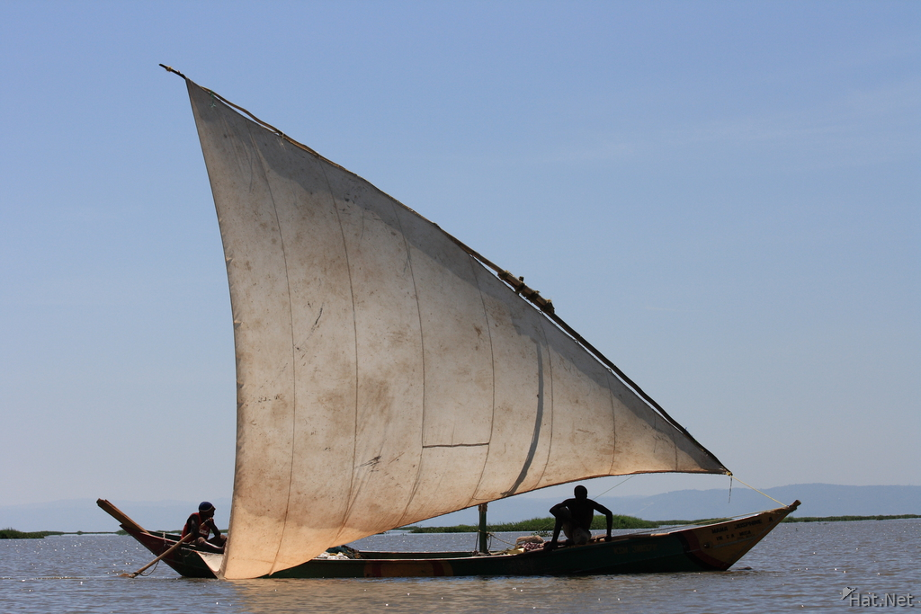 dhow boat in lake victoria