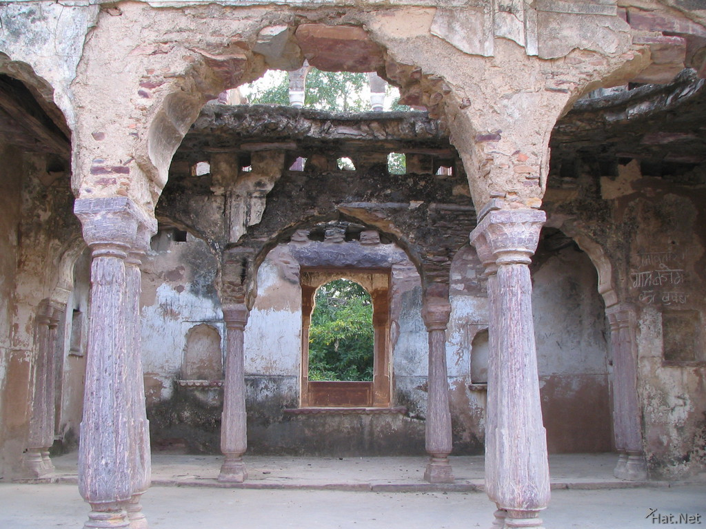 ruins in ranthambhore fort