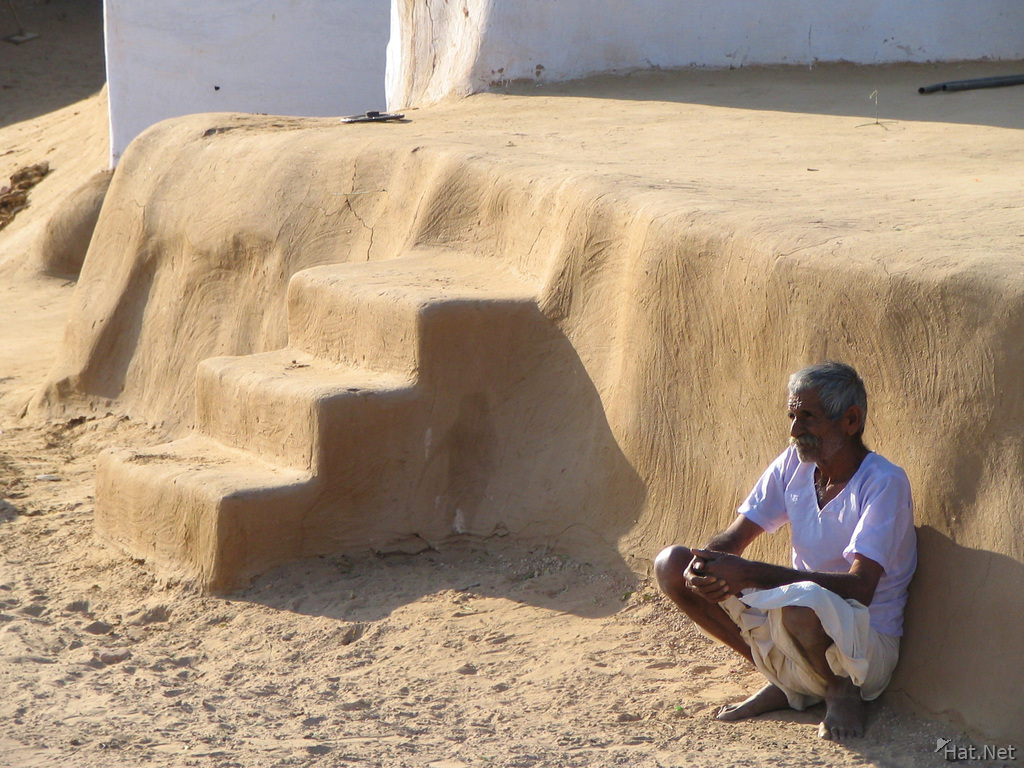 old man in bikaner desert