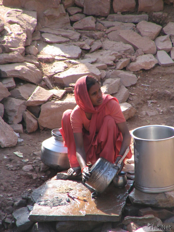 pink laundry lady in bundi