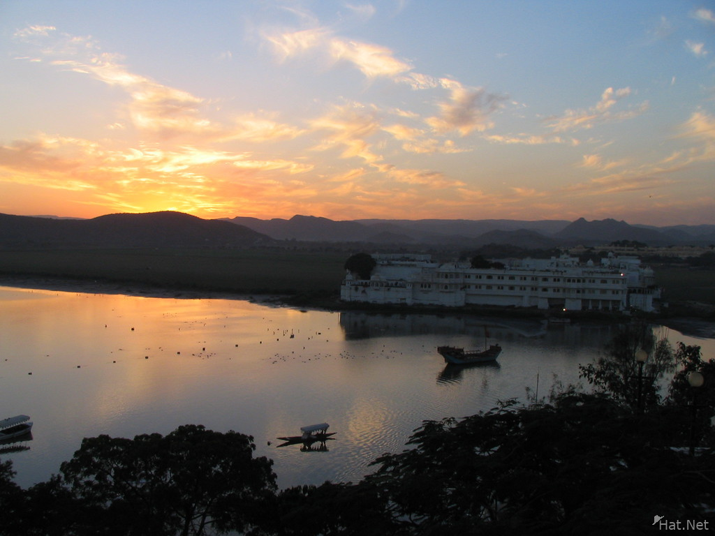 sunset lake palace