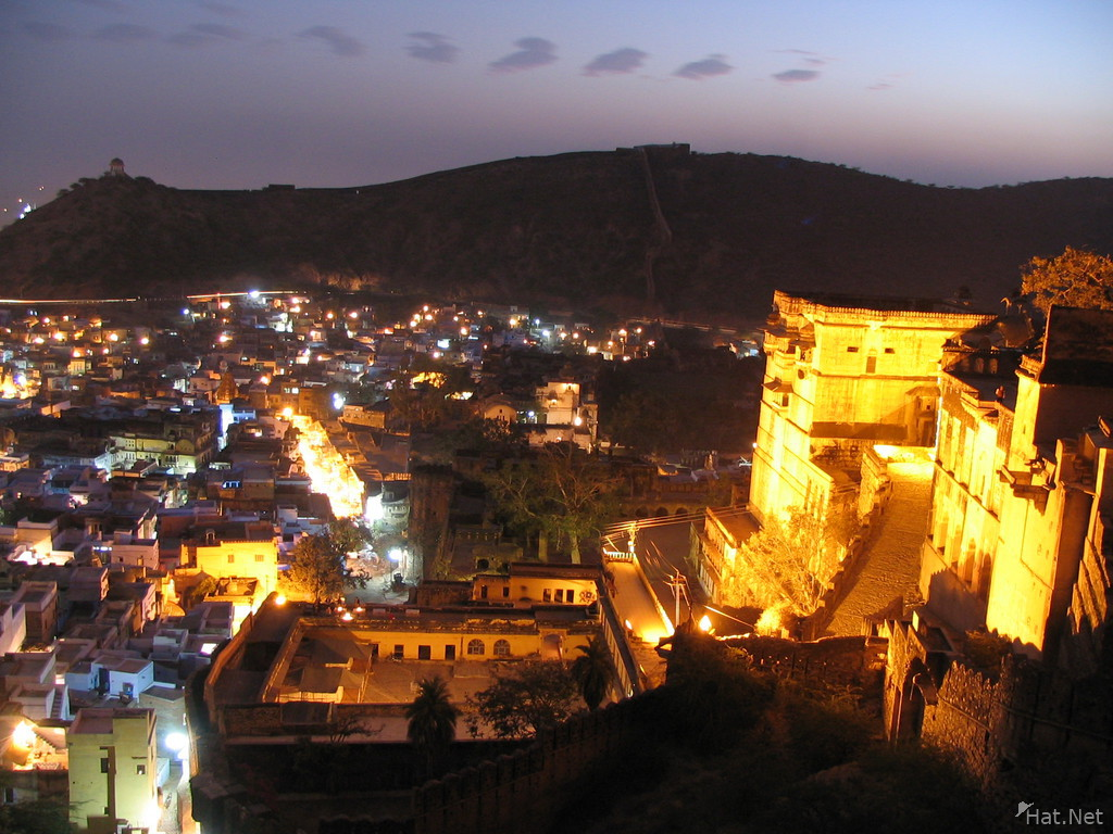 bundi at night