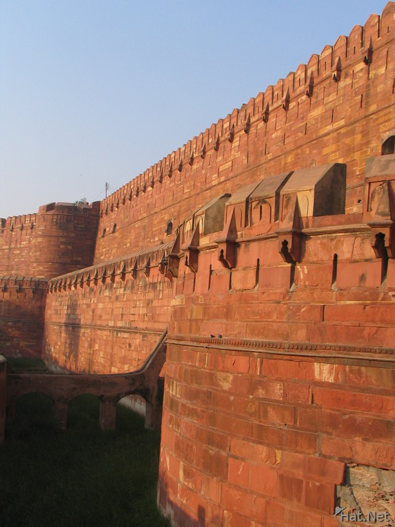 walls of agra fort