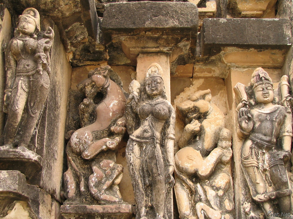 carving on parsvanatha temple