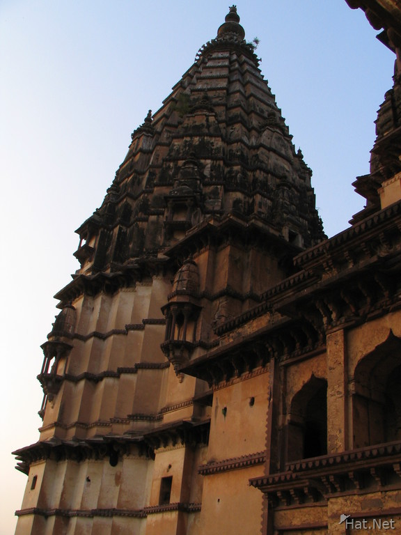 tower of chaturbhuj temple