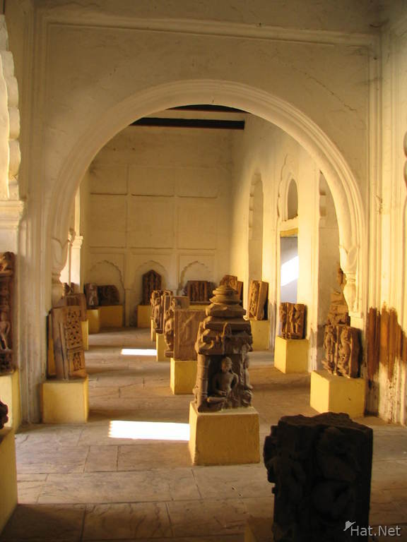 sculptures of rani mahal