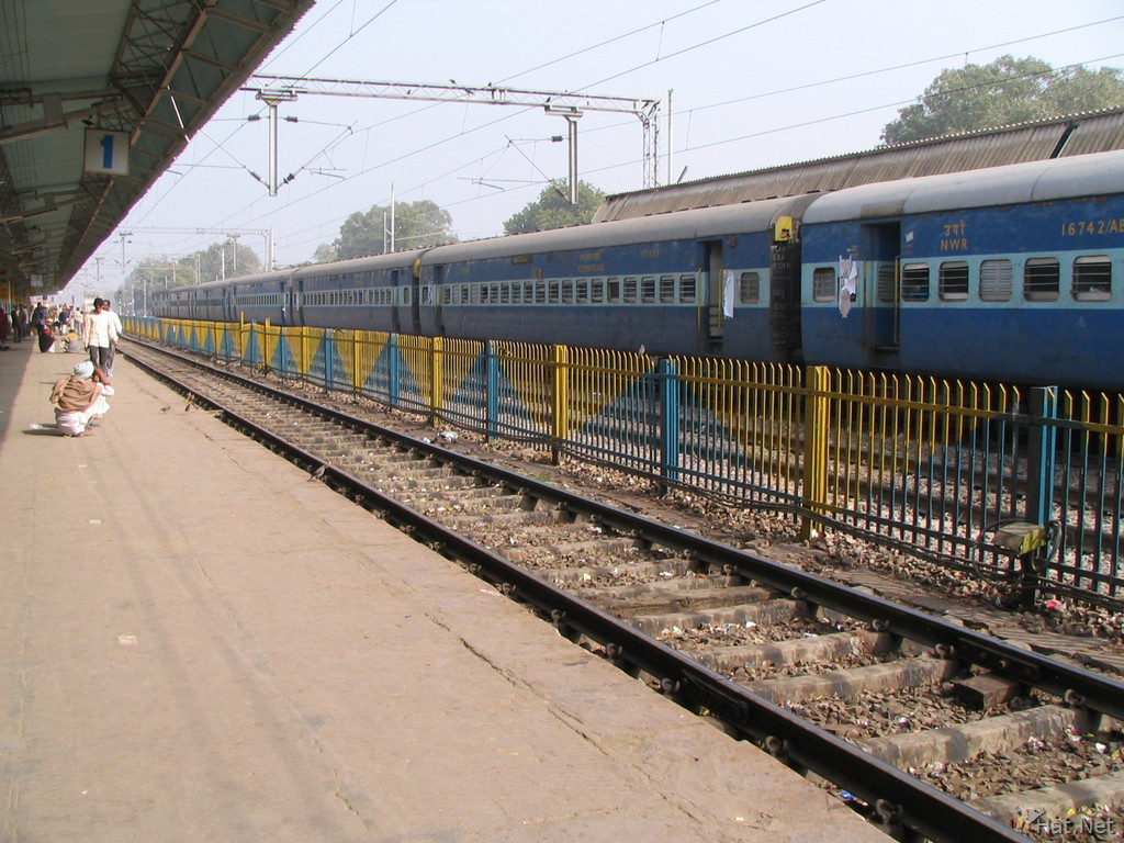 train station at sawai madhopur