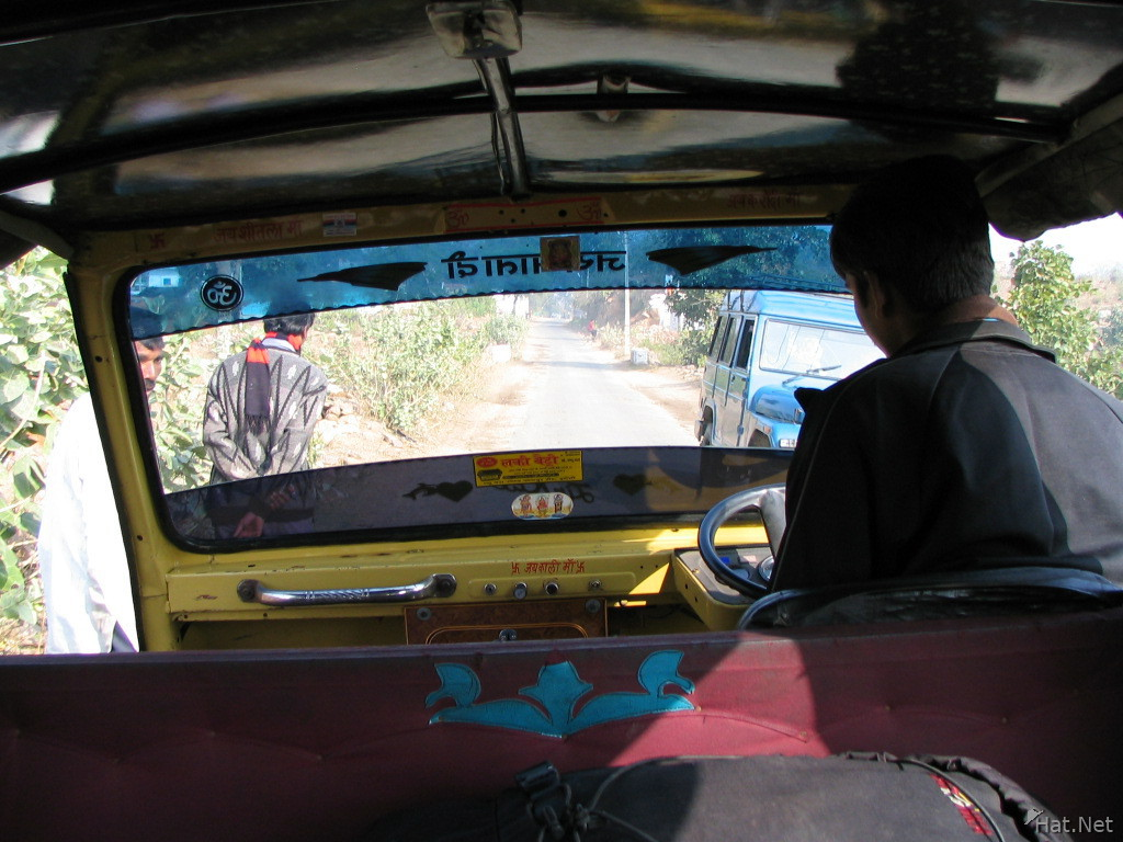 autorichshaw driver from orcha to jhansi