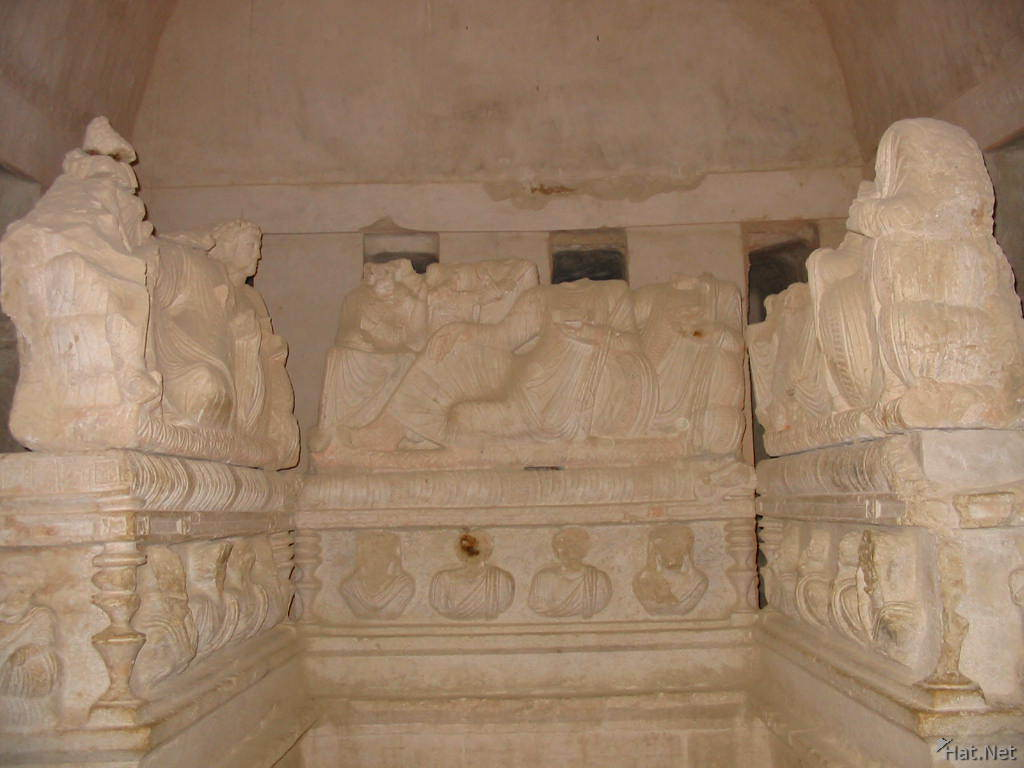 statues in 3 brother tombs